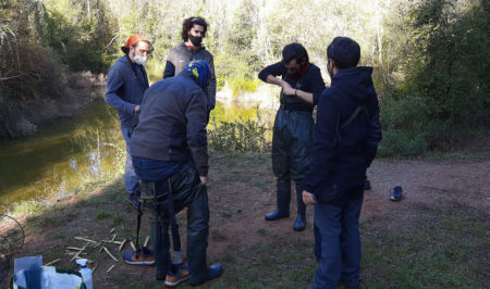 Naturalistess de Girona a la bassa de la Vall de Sant Daniel